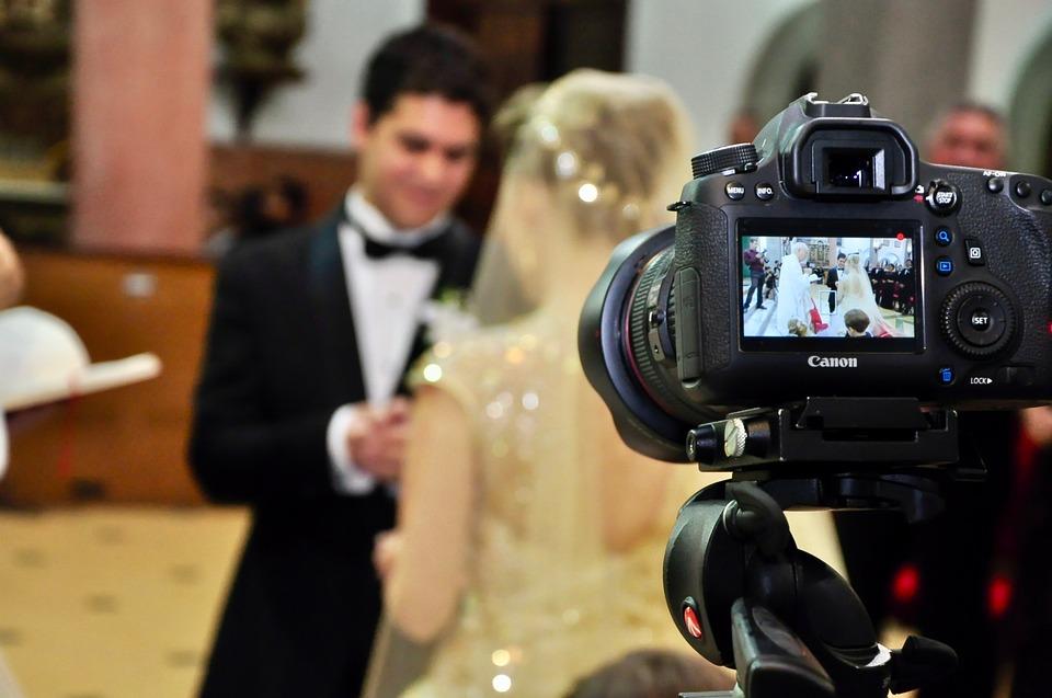 8 ideas para hacer vídeo invitaciones de boda