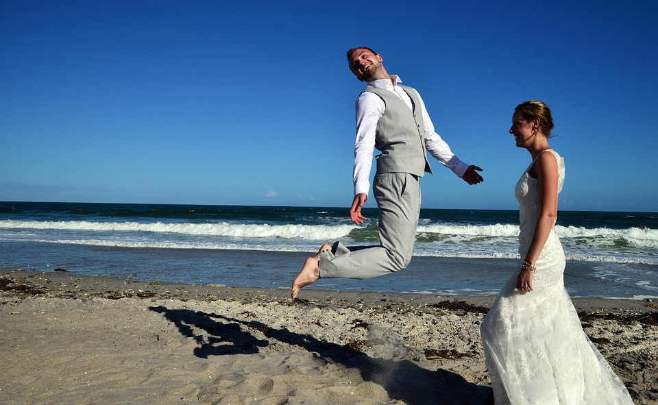 Técnicas para hacer un vídeo de boda en la playa